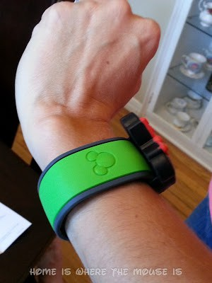 Lisa tries on her MagicBand with Minnie Mouse Watch Slider