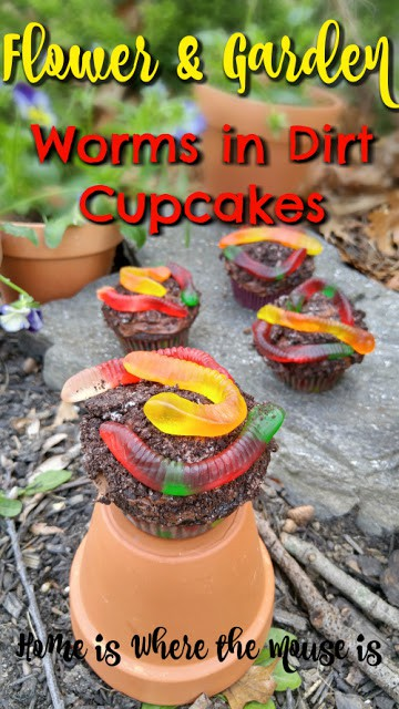"An Easy ""Worms in Dirt Cupcake"" Recipe to Celebrate Earth Day"