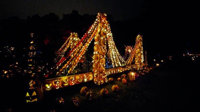 Great Jack O'Lantern Blaze Pumpkin Zee Bridge