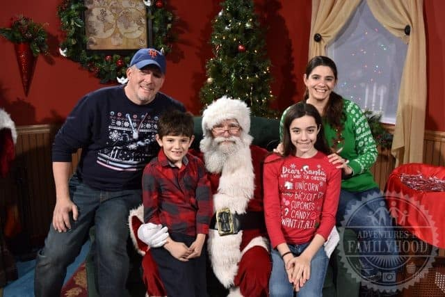 Family picture with Santa at Hersheypark Christmas Candylane