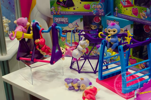 Fingerlings Monkeys and playsets