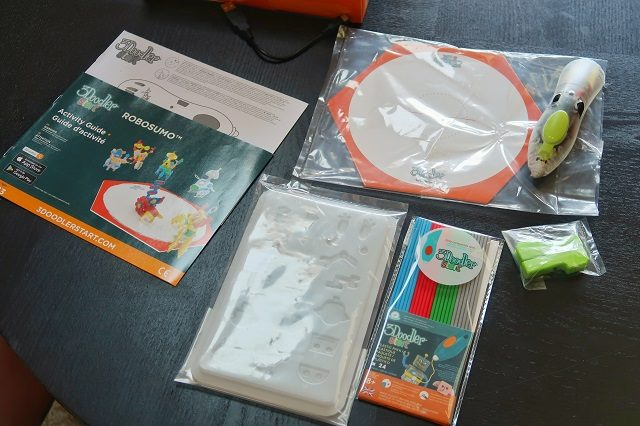 Everything that comes in the 3doodler ROBOSUMO pen set