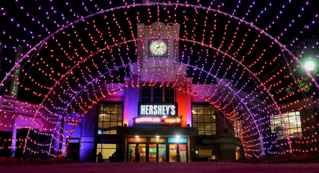 Entrance to Hershey's Chocolate World as seen through the lighted archway at night