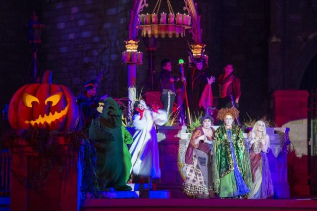 hocus pocus villain spectacular at mickey's not so scary halloween party