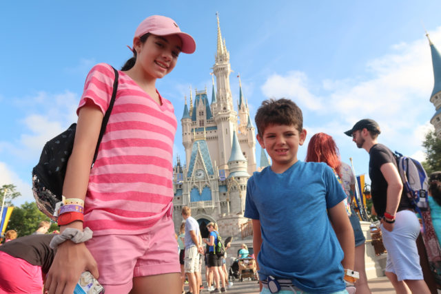 kids wearing jiobit location monitors at disney world